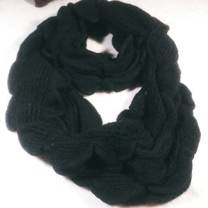 Accessories - Scalloped Infinity scarf